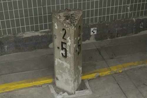 2.5 kilometre milepost at Mong Kok East station