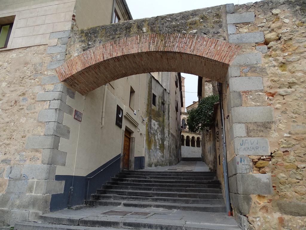 Segovia Muralla Paseo del Salon de Isabel II Postigo o puerta del Sol 10