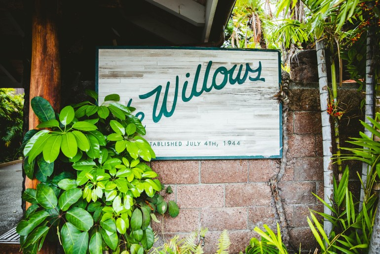 THE WILLOWS HAWAIIAN BUFFET IN HONOLULU, HAWAII