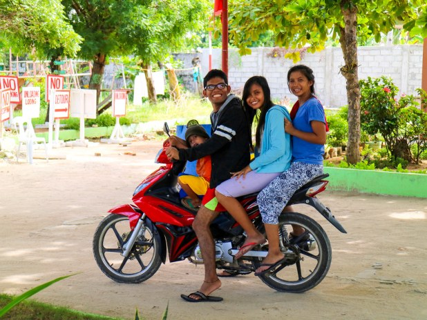 Recorrer Bantayan en moto