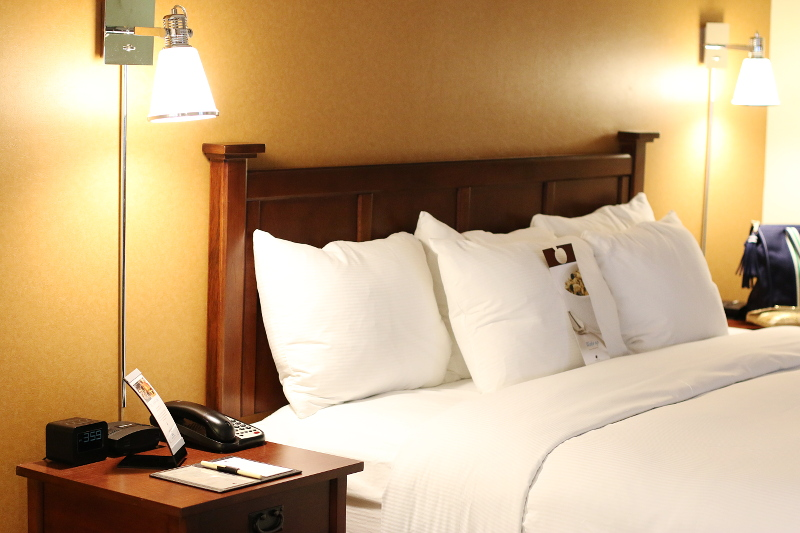 doubletree-hilton-cranberry-bed-1