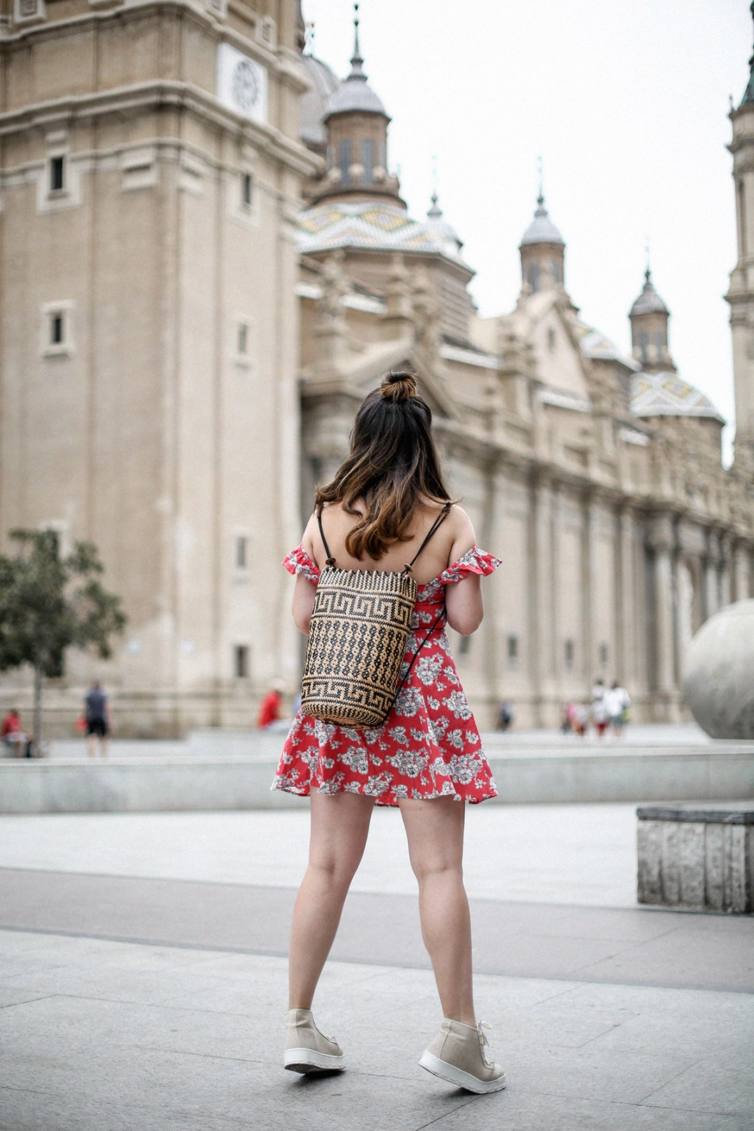 vestido-hombros-al-aire-asos-mochila-ratan-zaragoza-travel7