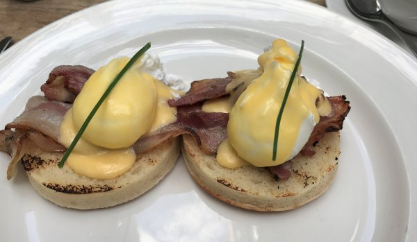 Ovos benedict do Table Café