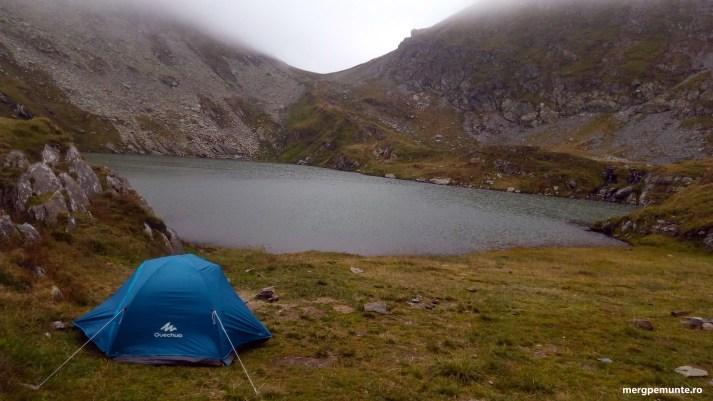 Camping in Fagaras la Lacul Capra
