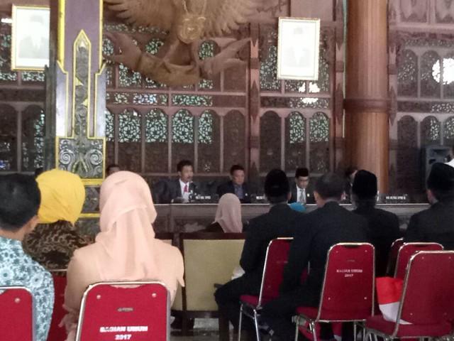 Supriyono saat memimpin rapat pleno istimewa DPRD Kab. Tulungagung (16/8)