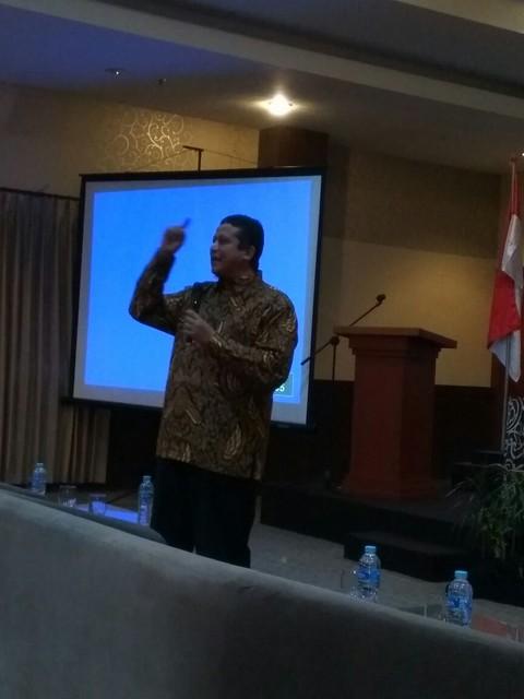DR. Muhammad saat menyampaikan paparannya dalam rakor Bawaslu dan KPU Provinsi Jawa Timur, serta Panwaslih dan KPU kabupaten/kota se-Jawa Timur (29/8)