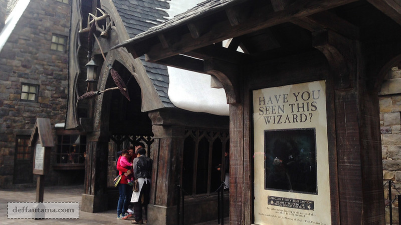 2 Hari Keliling Osaka - Three Broomsticks