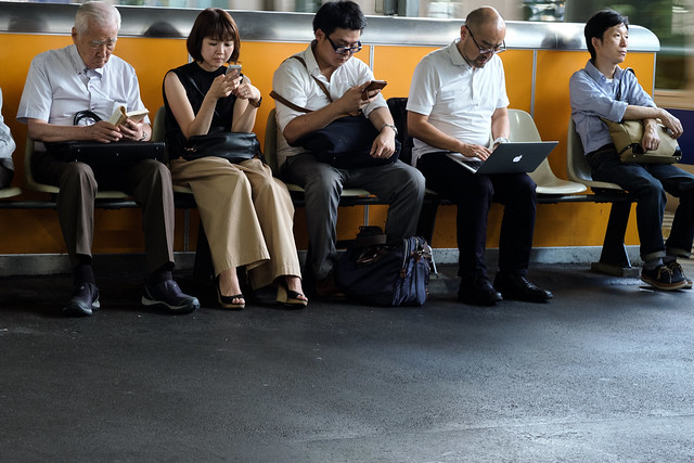A book, a smartphone, a laptop, or nothing. Walk in Shimbashi JRC 20170914
