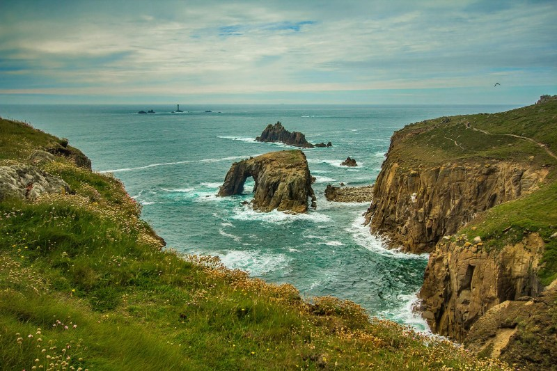 Views along the South West Coast Path (Photo source - Pixabay).