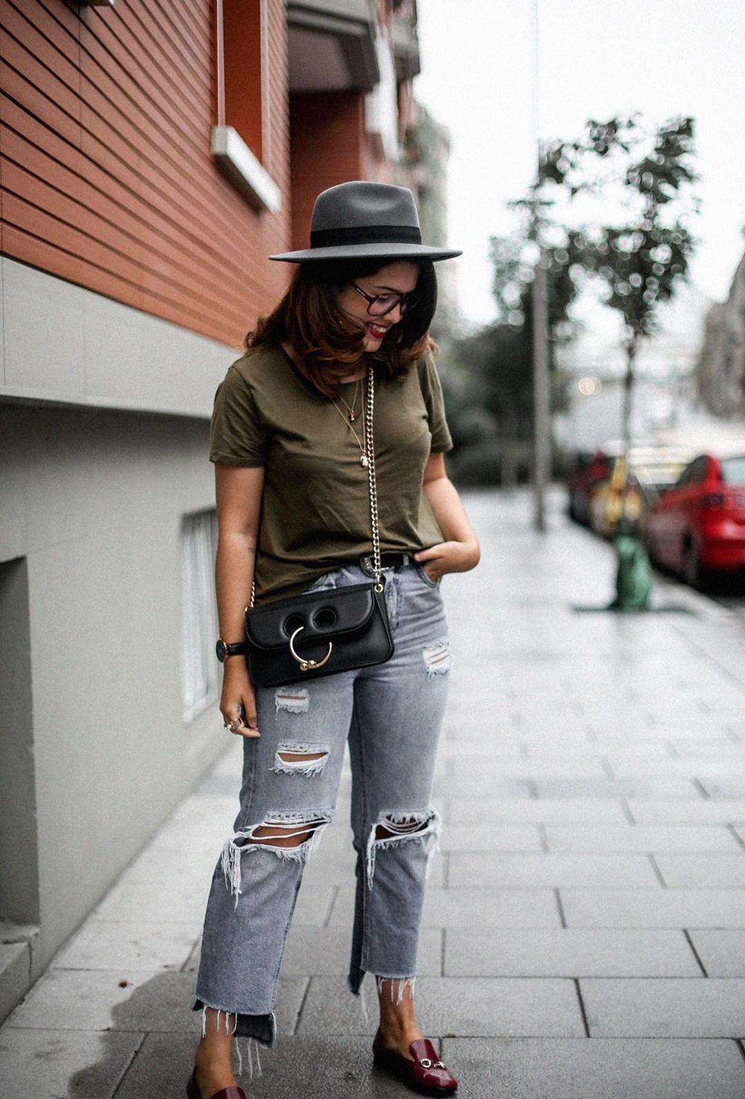 camiseta-verde-militar-basica-look-gucci-horsebit-mocasines-streetstyle15