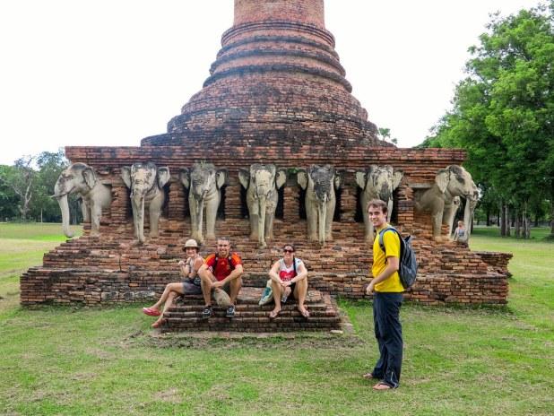 Templo de los Elefantes en Sukhothai
