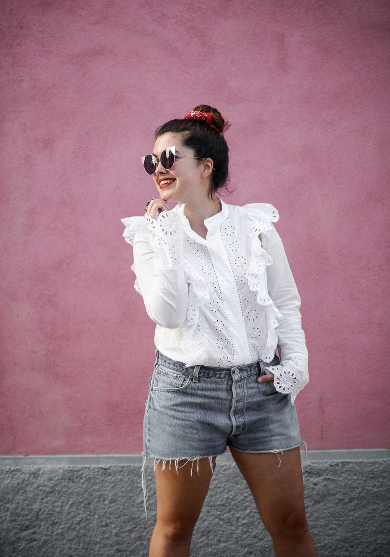 pañuelo-cabe-zacamisa-volantes-shorts-levis-outfit-myblueberrynighsblog-lisboa7