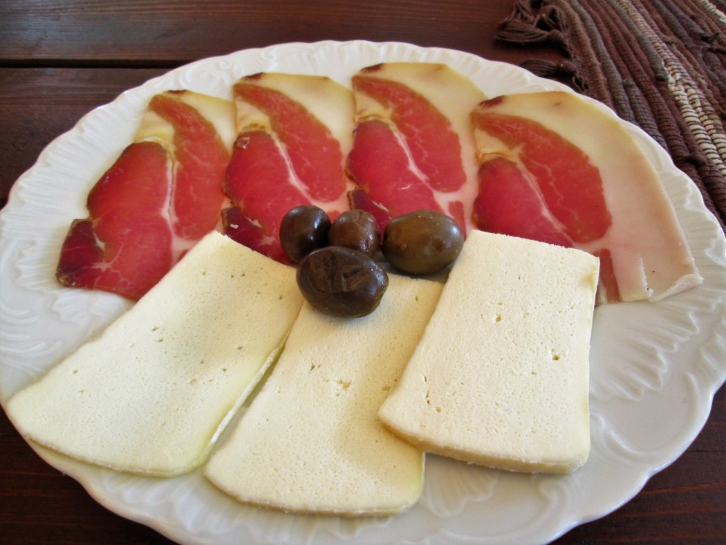 Njeguski village cheese and smoked ham