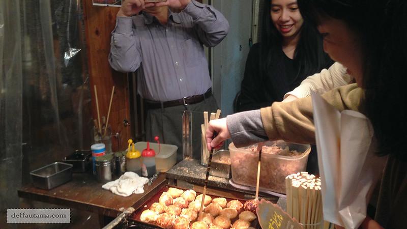 2 Hari Keliling Osaka - Takoyaki Making