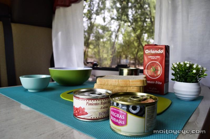 ingredientes van pastel de atún y huevo