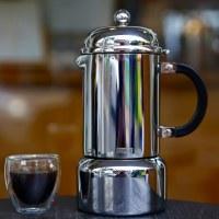 bodum「CHAMBORD 摩卡壺」絕對是您居家生活、露營旅行必備咖啡器具!搭配 bodum 雙層玻璃杯使用更顯優雅。