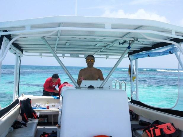 Barco para nadar con tiburón ballena