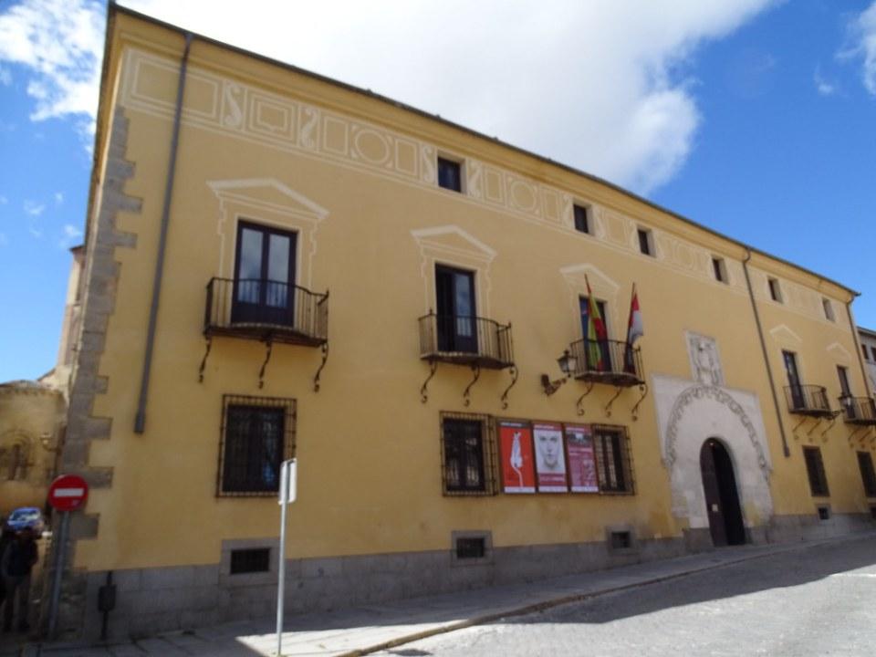 Segovia fachada Palacio del Marques de Quintanar casa blasonada 01