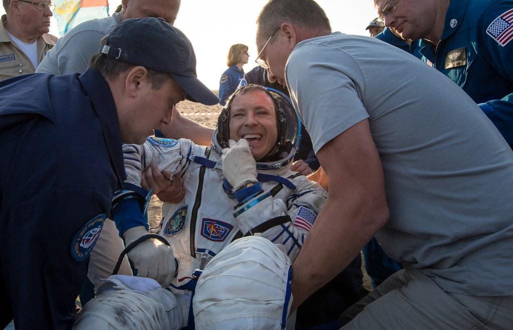 Expedition 52 Soyuz MS-04 Landing (NHQ201709030004)