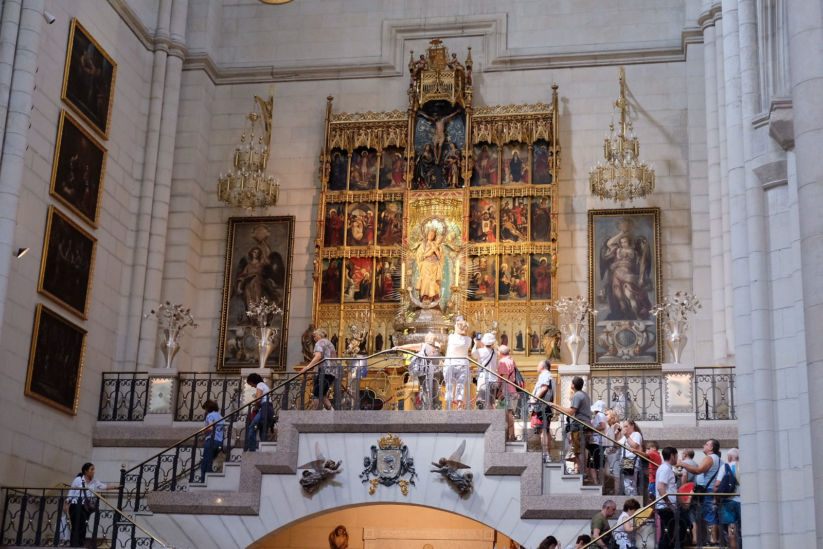 Inside the Church of the Cathedral of Alemundo