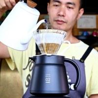 【HARIO 真空保溫壺】黑紅白三色,為您延長咖啡的美味!平安居咖啡民宿 HARIO V60濾杯手沖咖啡示範。
