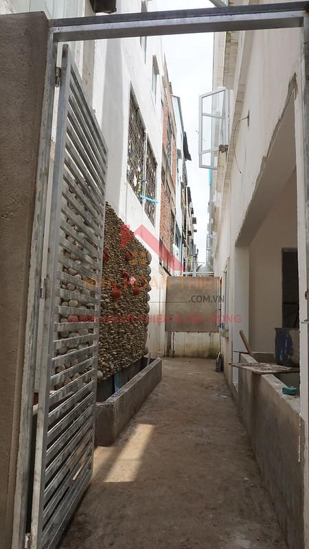 Thác nước tràn tầng trệt 2m sau nhà