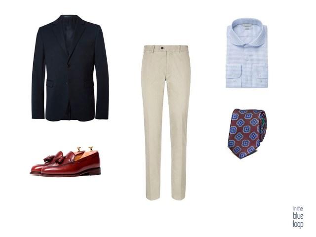 Look masculino smart-casual con chinos beige, blazer azul marina, camisa de rayas azules, corbata y zapatos loafer