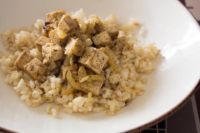 Tofu tandoori con arroz integral