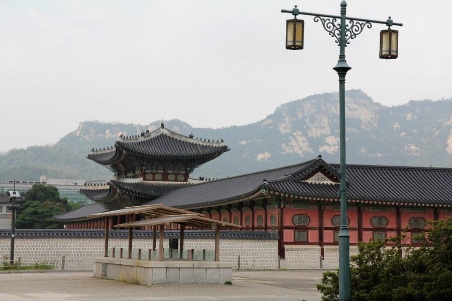gyeongbokgung avec vue sur montagne