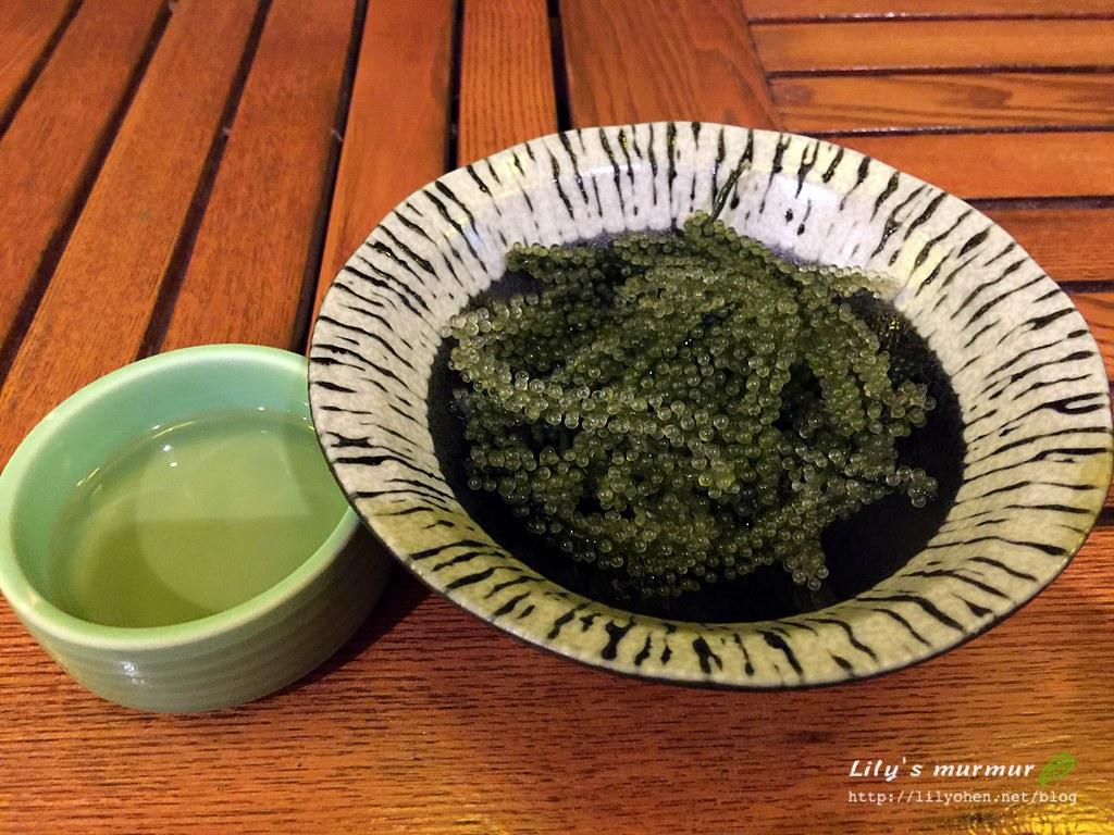沖繩必吃海葡萄,沾旁邊的特調醬汁吃很爽口!
