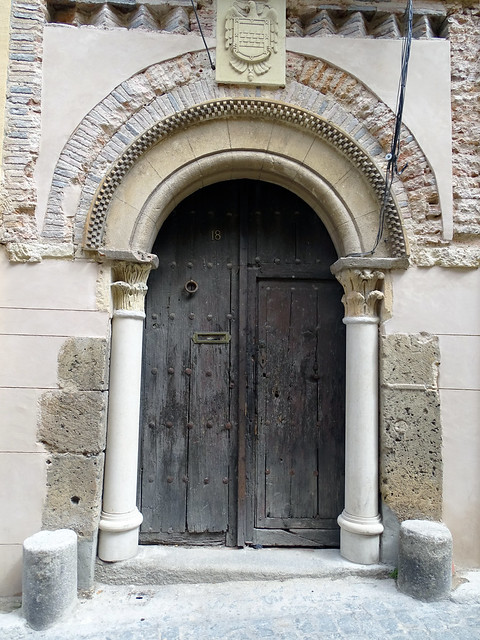 Segovia Puerta Calle Daoiz 03