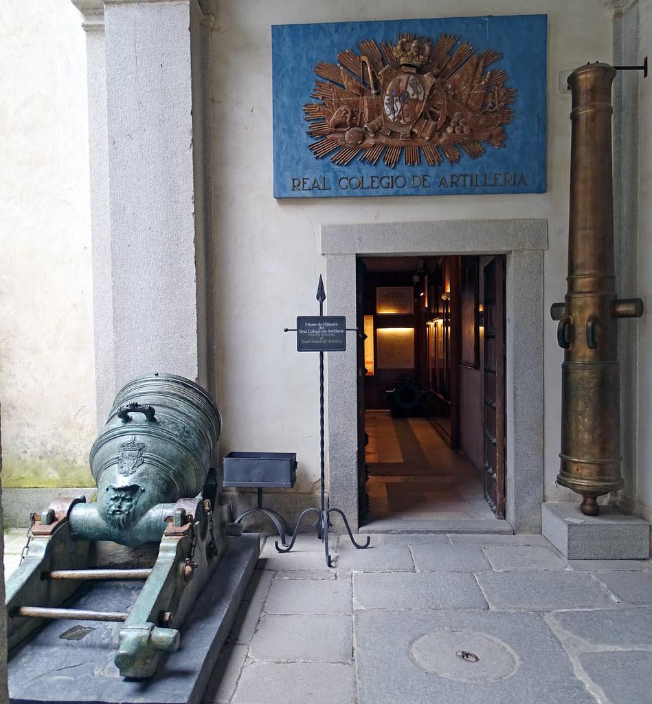 Cañon Mortero en la entrada al Museo de Historia del Real Colegio de Artilleria Alcazar de Segovia 30