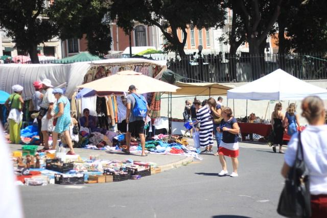 Feira-da-ladra-marché-au-puce-lisbonne