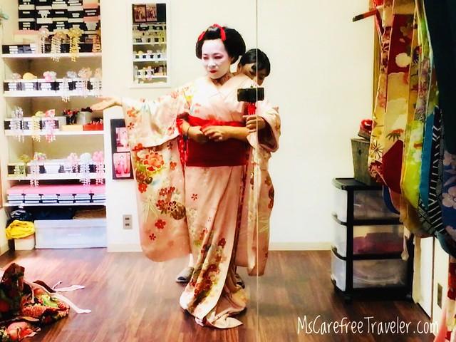 Maiko kimono dressing