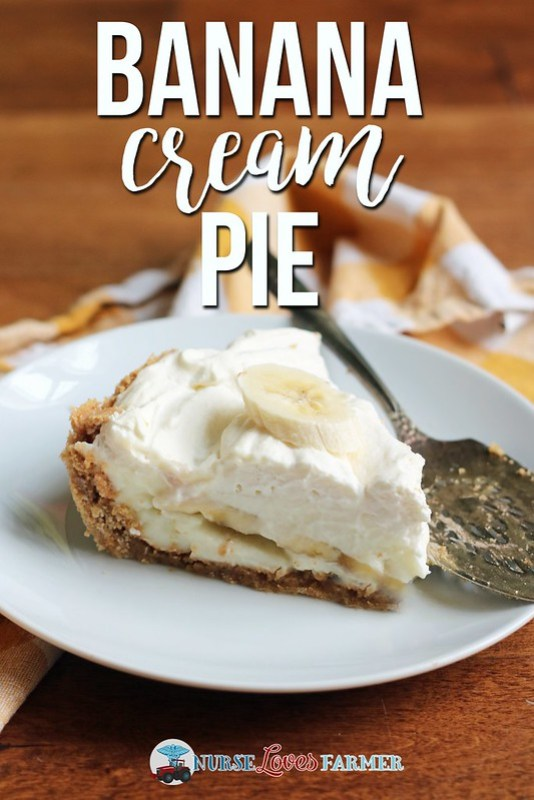 A layer of banana slices sandwiched by creamy and flavourful custard with a graham cracker crust and whipped cream topping is an easy and delicious dessert.