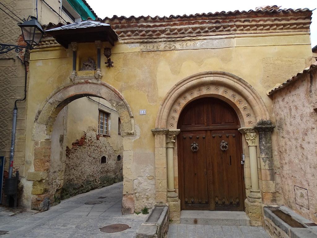 Segovia Puerta de la Claustra 01