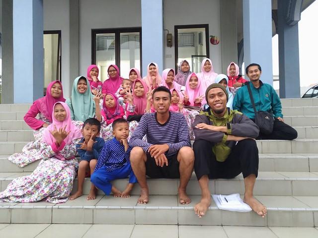 Foto bersama dengan LKSA Aisyiyah, Dau