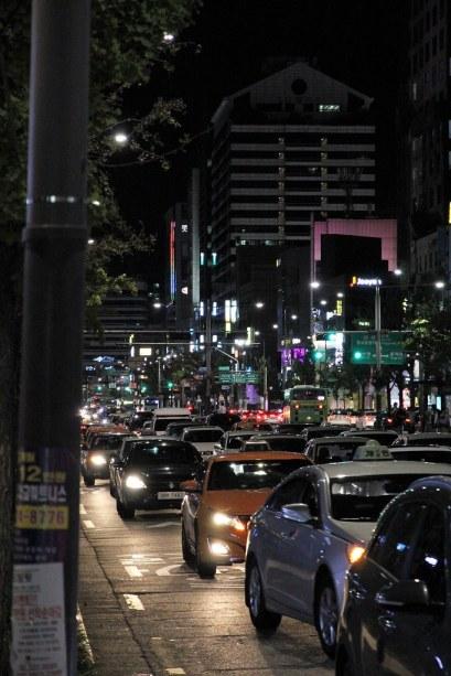 rue à Seoul Hongdae la nuit