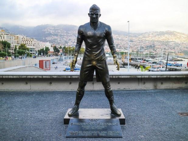 Estatua de Cristiano Ronaldo en Funchal