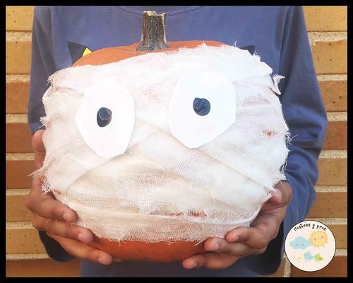 Calabaza de momia. Decorar calabazas sin cortarlas para Halloween