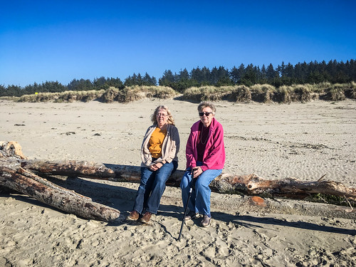 Laura and Ellen at Bastendorff Beach-010