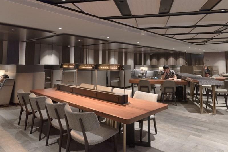 plaza premium lounge - hong kong international airport