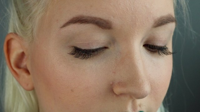 Close up of me wearing the lashes