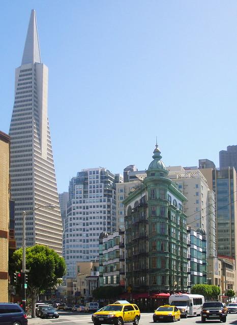 Piramide Transamerica y Columbus Tower exterior San Francisco California EEUU 03