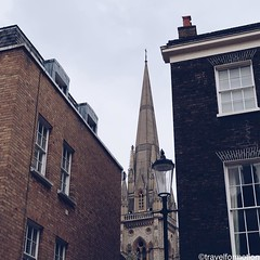 In #between #walls #visitlondon #london #thisislondon #igerslondon #vsco #vscocam #wanderlust #guardiantravelsnaps #guardiancities #travel #travelgram #england #timeoutlondon #uk #bbctravel #city #citytrip #vscolondon #exploremore #shotoniphone #ilovelond
