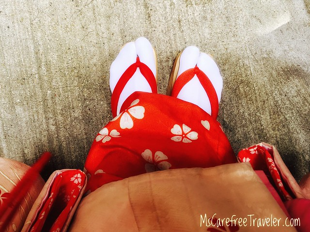 Maiko sandals with tabi socks