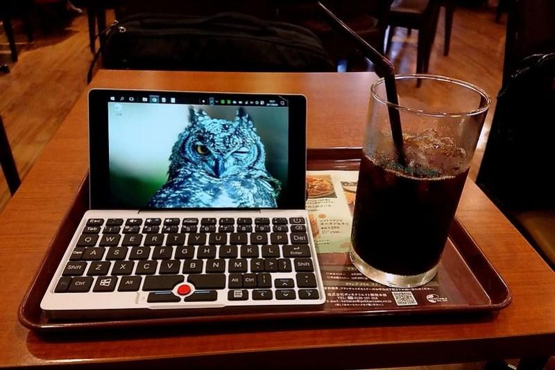 喫茶店でGPD Pocket