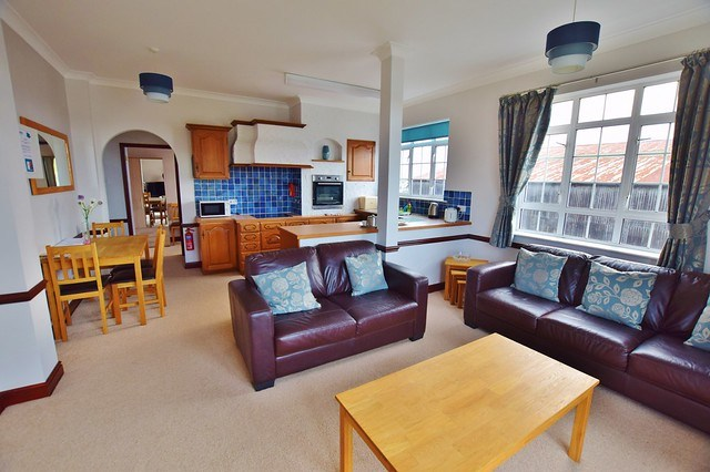 Herbert Woods Holidays - Where to stay in the Norfolk Broads? - Dragonfly apartment social area
