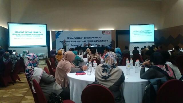 KPU Tulungagung mengiikuti sosialisasi dan bimtek pengadaan barang/jasa digelar KPU RI di Hotel Allium, Tangerang, Banten (4/10)