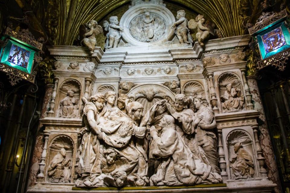 Capilla de la Descension de la Virgen Retablo de bronce y marmol escultor Felipe de Vigarny Catedral de Toledo 01